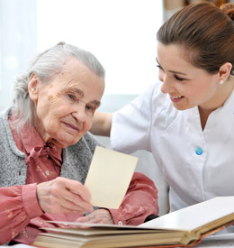 capa-aprenda-como-e-quando-contratar-cuidadores-de-idosos-raquel-ribeiro
