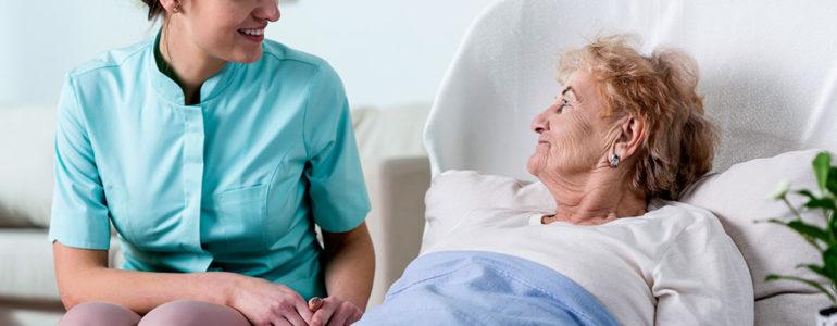 banho-pacientes-acamados-alzheimer