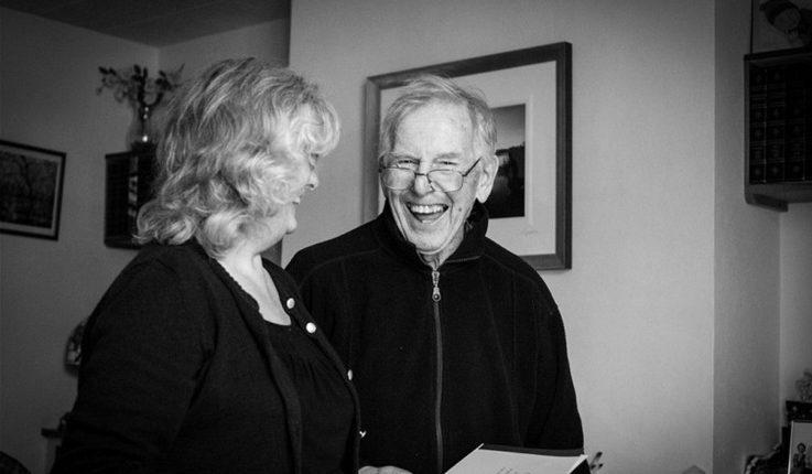 Pai com alzheimer sorrindo